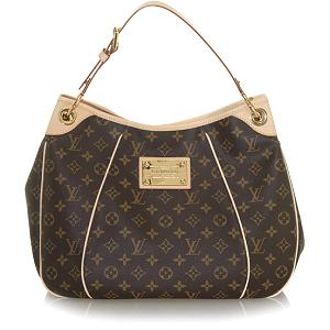21f851c2251e The Totally PM may be the littlest size Louis Vuitton offers. Her largest  at 15.4″ and 14″ tall. The width is all about 4″. Knowing Louis Vuitton